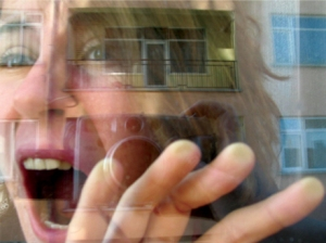 Hande Çayır (self-portrait 2004)  Kaynak: www.handecayir.com